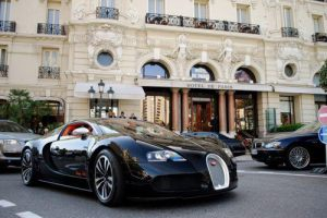 Bugatti Veyron 16.4 in front of Hotel de Paris